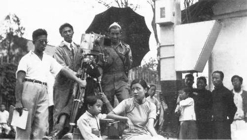 Wu Yonggang, Hong Weilie, Li Keng et Ruan Lingyu (Law Kar, Li Xi (éd.), Li Minwei: Ren, Shidai, Dianying (Li Minwei, l'homme, l'époque, le cinéma), Hong Kong, Mingchuang chubanshe, 1999, p. 83)